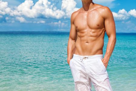夏の完璧なビーチの体を取得します。 写真素材