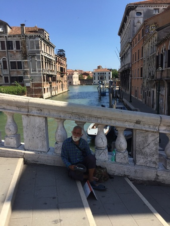 alte: Homeless on the bridge in Venice (Venice, Italy) Stock Photo