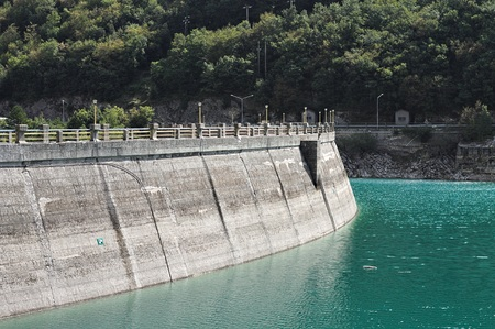 Dike of the Fiastra Lake (Sibillini Mountains, Marche, Italy) Standard-Bild
