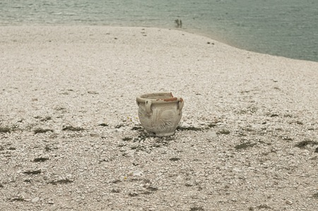 Isolated broken amphora on the shore of the Fiastra Lake (Marche, Italy, Europe) Banco de Imagens