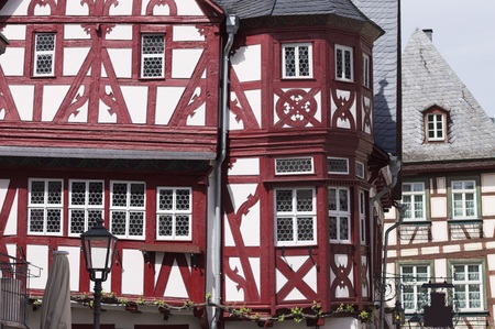 Maison à colombages rouge et blanc typique (Bacharach, Allemagne, Europe)