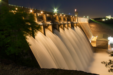 Table Rock Lake Dam on May 4th, 2017 with the Army Corps of Engineers having all the gates open and flowing.  Table Rock Lake is located just outside of the Branson, Missouri area in the Ozarks. Zdjęcie Seryjne