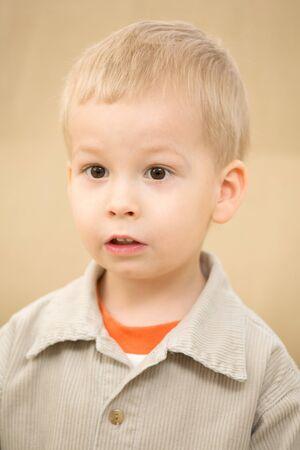 corduroy: Stupiti ragazzo in una camicia di velluto