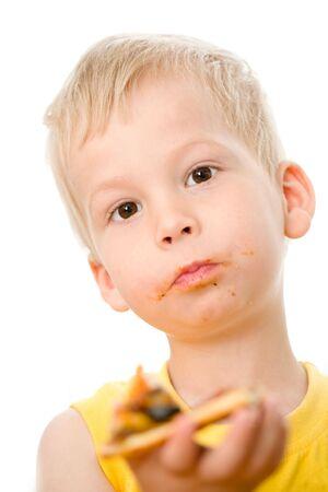 smeared baby: Little boy comer pizza con apetito. Foto de archivo
