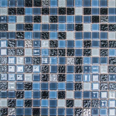 kleurrijke moderne mozaïek tegels in een badkamer Stockfoto