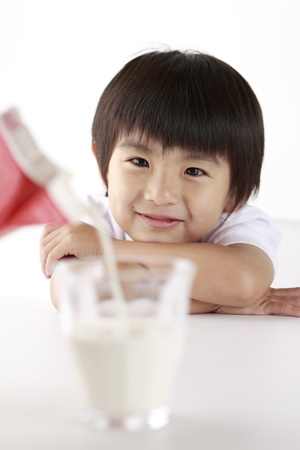 kids eating healthy: Young boy