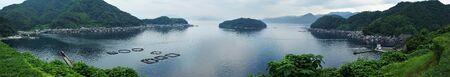 water s edge: Ine Bay a Kyoto, in Giappone E 'famosa per le case costruite sul bordo dell'acqua s con garage in barca