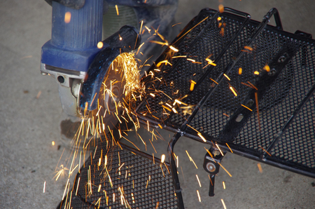 cutting wire mesh with a grinder