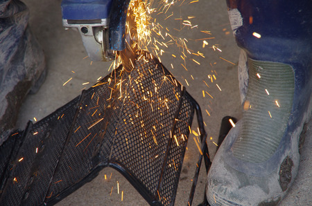 wire mesh: cutting wire mesh with a grinder
