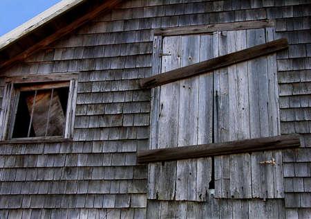 헛간 로프트 문 및 창. 스톡 콘텐츠