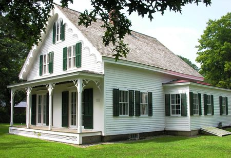 Oud huis gerestaureerd huis. Stockfoto