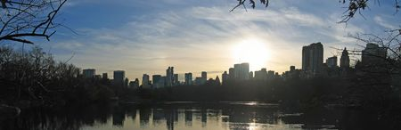 manhattans: Sunset on the city from central park above the lake - New York. Stock Photo