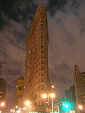 manhattans: Flatron building by cloudy night - New York.