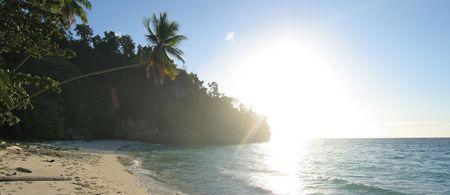 sulawesi: Tropical beach with facing sun - Togians island - Sulawesi - Indonesia - Panorama.