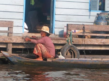 sitted: Khmer women sitted on a boat - Tonle Sap lake - Cambodgia. Stock Photo