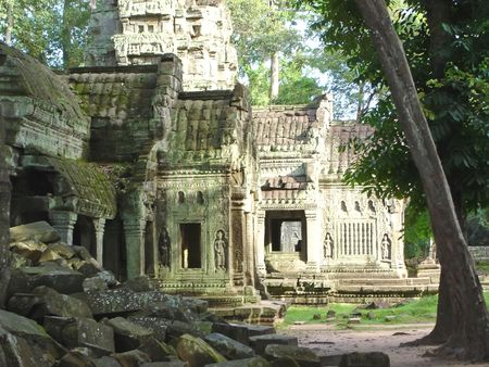 mahabharata: Green stone of old ruin khmer temple -  Ta Prohm - Bayon - Angkor Tom - Cambodgia.