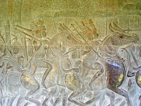 sculpted: Khmer gebeeldhouwde krijgers op een stenen muur - Angkor Vat - Angkor tempels - Cambodgia.