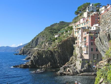 steely: Riomaggiore village on the top of a stone cliff - The Cinque Terre - Italia. Stock Photo