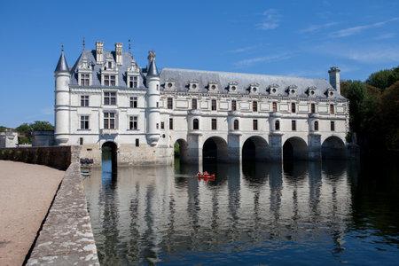 2015 년 8 월 29 일 프랑스 : 프랑스 성 샤또 드 첸소 오 (Chateau de Chenonceau), 15-16 세기에 지어진 아름다운 정원으로 루 아르 계곡의 작은 마을 Chenonceaux 근처 에디토리얼