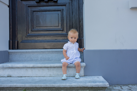 Cute baby boy, child, beautiful people, traveling and sightseeing in Brugge, Belgium Banque d'images - 107472783