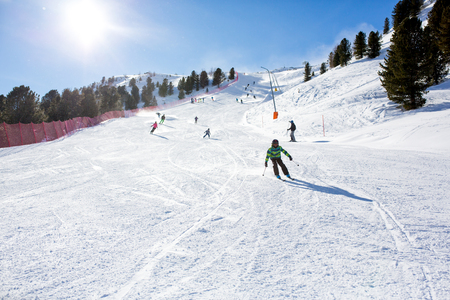 Happy people, children and adults, skiing on a sunny day in Tyrol mountains. Kids having fun while skiing Stockfoto