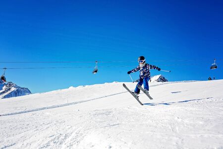 Happy people, children and adults, skiing on a sunny day in Tyrol mountains. Kids having fun while skiing Foto de archivo - 131292334