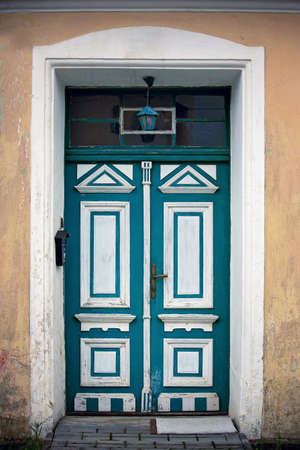 Green entrance door with white elements, vintage style Фото со стока - 151122101