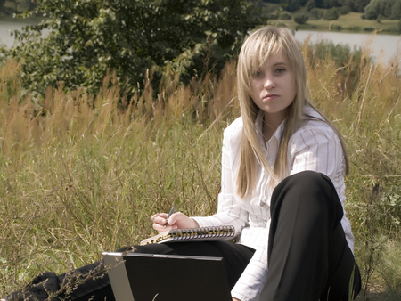 to attract: young girl with laptop