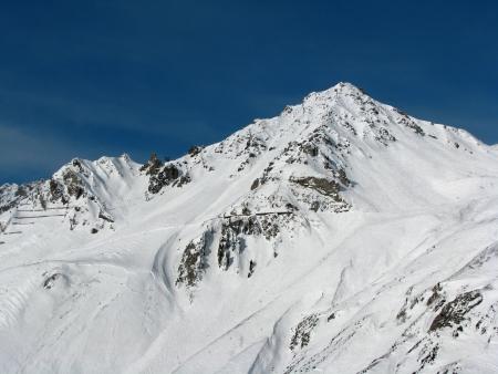 snow capped: Monta�a nieve Hermoso tapado en Alpes austr�acos Foto de archivo