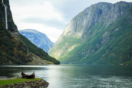 Blick von Gudvangen Dorf in Richtung Fjord, Norwegen