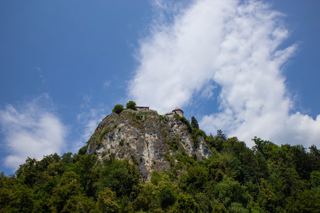 view of famous castle on a cliff above the Bled Lake in Julian alps, Slovenia 免版税图像