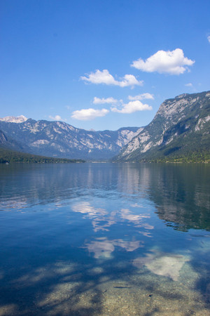 Vista del Lago di Bohinj, il Parco Nazionale del Triglav, sulle Alpi Giulie, Slovenia
