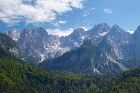 splendida vista della montagna Spik a Julian Apls, Slovenia