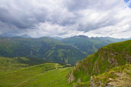 Vue sur les Alpes du haut du téléphérique de la station de ski de Bad Gastein, Autriche