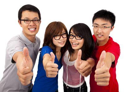 adolescentes riendo: Cuatro adolescentes riendo y dando los pulgares arriba