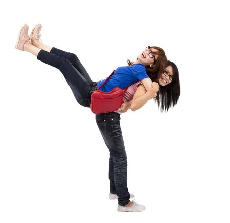 mejores amigas: Feliz de hermanas adolescentes est�n jugando juntos