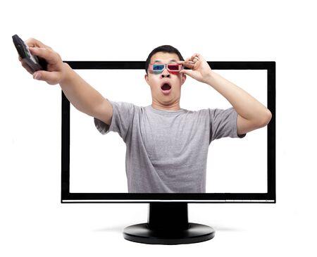 ver television: Hombre sorprendido con gafas 3D ver TV o monitor