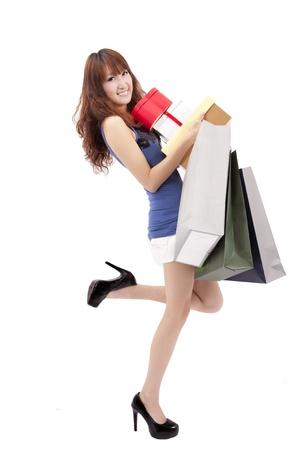 faire les courses: Happy girl shopping asiatique avec beaucoup de bo�te-cadeau et sac � provisions Banque d'images