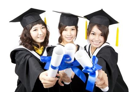 tres chicas asiáticas de graduación titulares de su diploma Foto de archivo