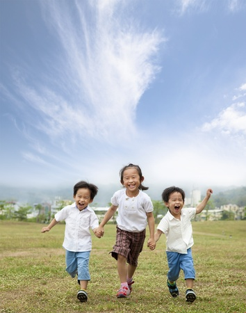 happy running asian kids 版權商用圖片 - 9854154