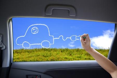 dibujo concepto de coche eléctrico en las ventanas del coche a mano