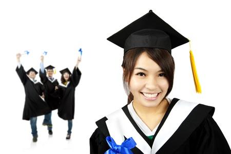 absolwent: Młoda uśmiechnięta absolwent asian girl i szczęśliwy grupa studentów