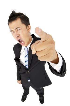 jefe enojado: empresario emocionado le apunta