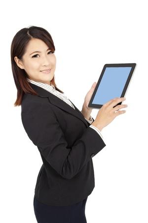 스마트 사업가 터치 패드 컴퓨터를 들고와 흰색에 고립