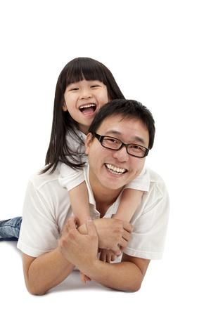 father and daughter: Hạnh phúc gia đình nằm dài xuống cô lập trên nền trắng Kho ảnh