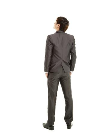 espalda: vista trasera de la mano de negocios en el paquete y mirando hacia arriba