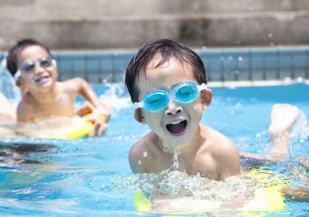 hot asian: азиатских мальчик в бассейне