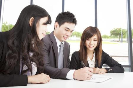 아시아 비즈니스 팀 사무실에서 작업