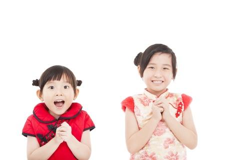 Gelukkig Chinees Nieuwjaar. Twee Aziatische meisjes met Congratulation gebaar Stockfoto
