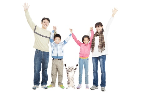 familia feliz con mascotas
